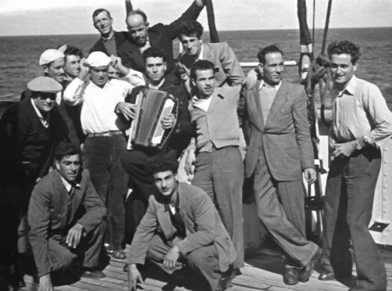 1.-italians-with-accordion-aboard-the-Argentina.jpg