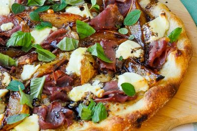 Caramelized-Pear-Prosciutto-Pizza-1.jpg