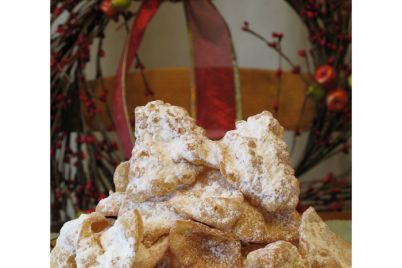 Eating-Italian-ribbons-bows-Cenci-2.jpg