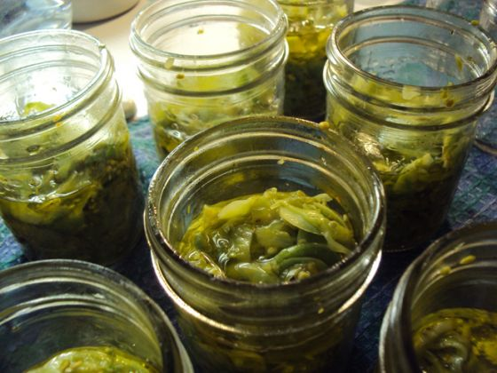Green-Tomatoes-in-a-jar-close-up-2.jpg