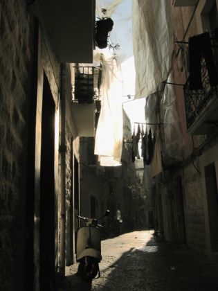 Lights_of_Bari_vecchia.jpg