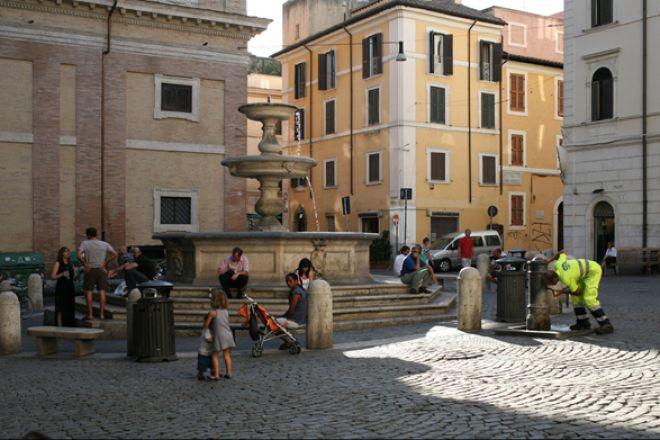 Piazzetta-de-Monti-Rome2.jpg